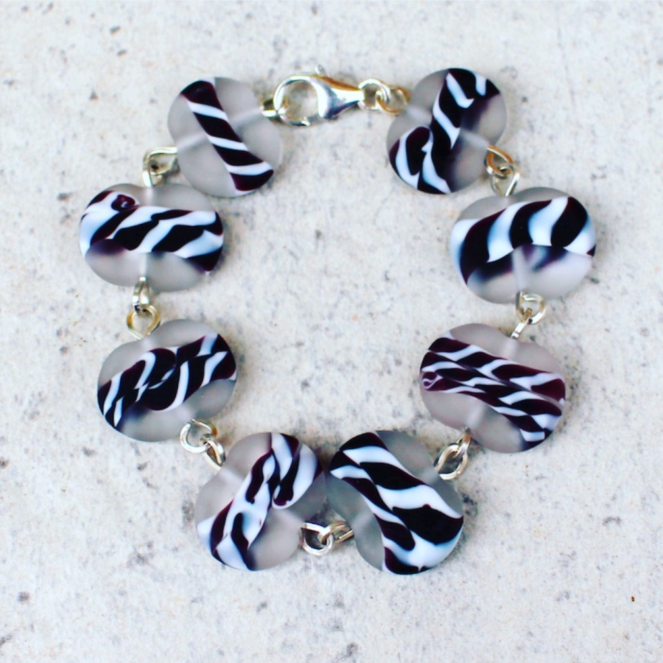 Beautiful black and white etched glass bead bracelet to match the necklace