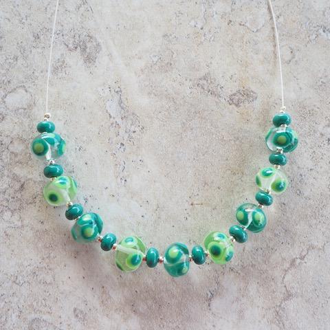 Handmade glass bead necklace - green