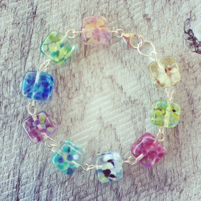 Recycled glass bracelet | leftover beads from making earrings make a pretty bracelet