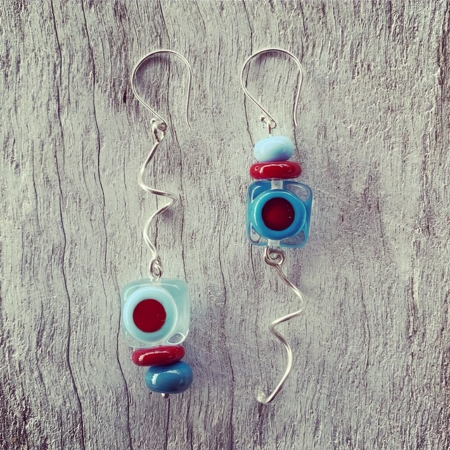 Upside-down-twisty earrings