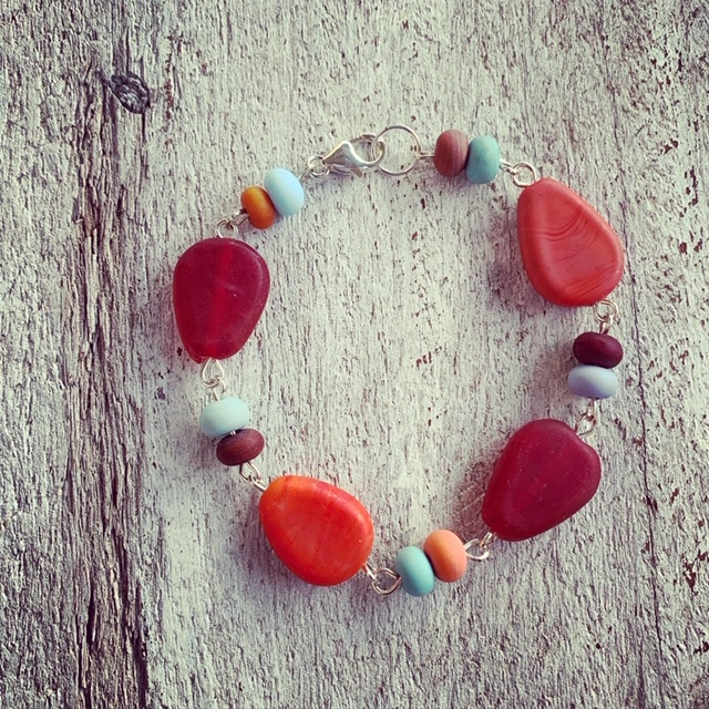Reds and blues glass bead bracelet