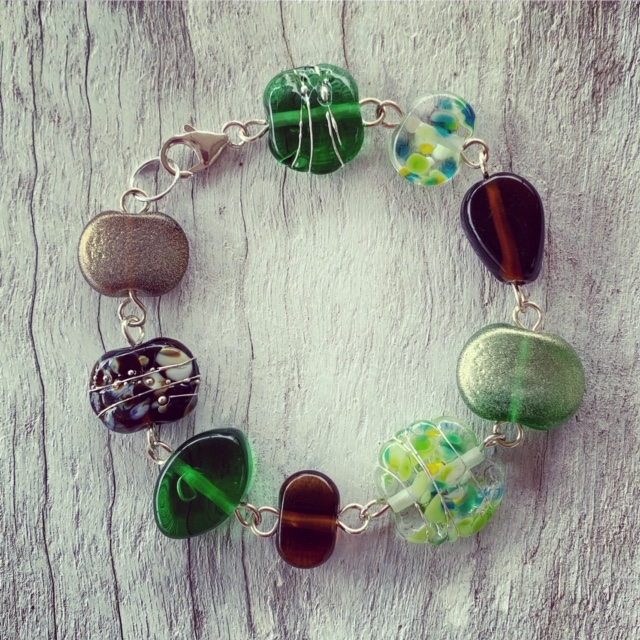 Gin, wine, beer and champagne bottles all blend beautifully in this bracelet
