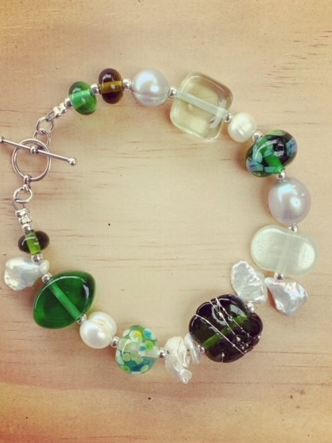 Green glass bead and pearl bracelet